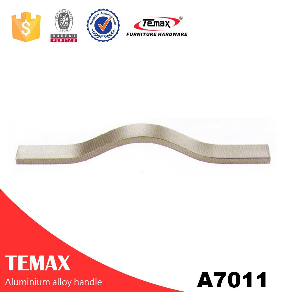 ملف تعريف الألومنيوم A7011 مع مقابض