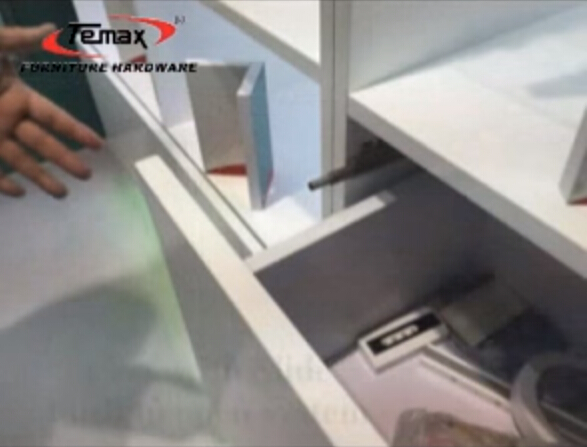 PM15 Furniture Cabinet Push To Open System Door Catches